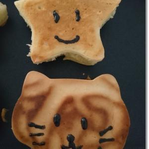 猫と星型パンケーキ☆薄力粉もホケミも無い代用に…!とジャイアンな2人
