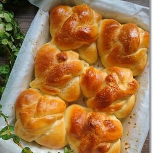 三つ編みのバターロールパンをセリアの型でギューギューロール!と姫の替え歌♪