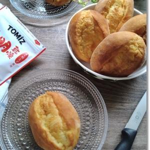 バタークッペを王子がクープ入れ!それをマヨ明太で食す♪と4歳王子レンジを操作☆