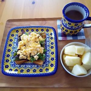 卵トーストの朝食