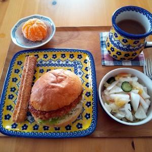 コロッケパンの昼食