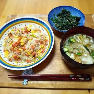 鮭チャーハンの昼食