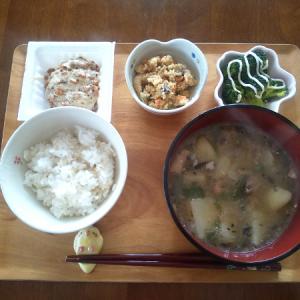 サバ缶味噌汁の昼食