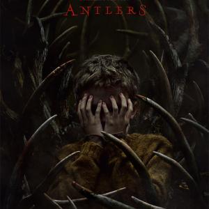 """枝角を持った""""ウェンディゴ""""という名の怪物、スコット・クーパー監督『アントラーズ(ANTLERS)』"""