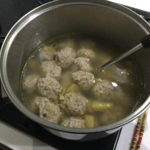 今日の一品 暖かい鶏肉団子スープ