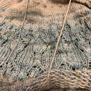 リトアニア旅行「布と糸を買いました編」と、今編んでるもの。