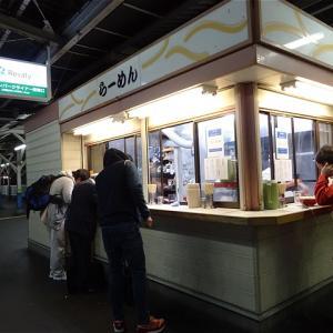 長年愛され続けるホーム上のラーメン店! 東武ラーメン(東武鉄道春日部駅)