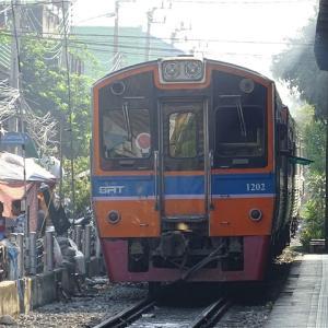 バンコク郊外のローカル路線! メークロン線 4327列車 ウォンウェンヤイ→マハーチャイ