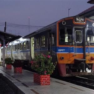 """ガラガラの""""夜汽車""""を存分に満喫! メークロン線 4346列車 マハーチャイ→ウォンウェンヤイ"""