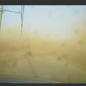 砂嵐の中を…
