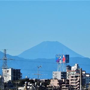 とうとう富士山に雪です!