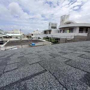 屋根施工しています。