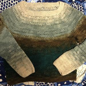 衿ぐりから編むベスト改め衿ぐりから編むプルオーバー♪