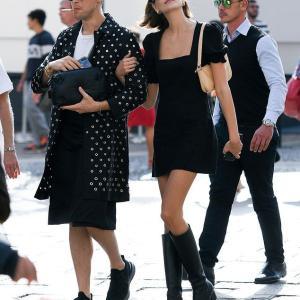 【歩きタバコのゲイ友と抱き合ってラブラブ…!?】カイア・ガーバーがミラノでショッピングにお出かけ!Kaia Gerber steps out for shopping in Milan