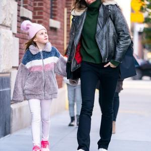 【イケメン夫も一緒に…!?】ジゼルが娘のヴィヴィアンとお出かけ!Gisele Bundchen steps out with daughter Vivian