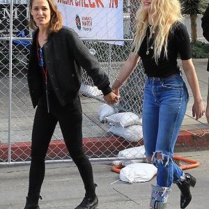 【手をつないでラブラブ…!?】アンバー・ハードが新恋人とイベントにお出かけ!Amber Heard speaks at 4th Annual Women's Day March