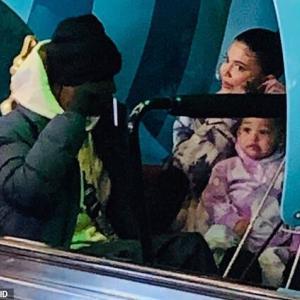 【復縁もありえる…!?】カイリー・ジェンナーが元彼トラヴィス・スコットと娘のストーミーを連れてディズニーワールドにお出かけ!Kylie Jenner and Travis Scott take daughter Stormi to Disney World