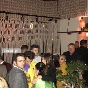 【目立ちすぎ…!?】ケンダル・ジェンナーと元彼ハリー・スタイルズがパーティにお出かけ!Harry Styles catches up with Kendall Jenner