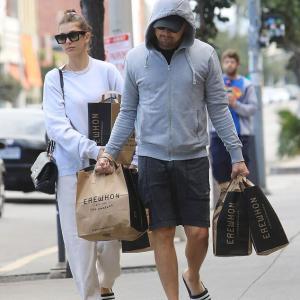 【23歳差に見えない…!?】レオナルド・ディカプリオが恋人のカミラ・モローネとスーパーにお出かけ!Leonardo DiCaprio and Camila Morrone step out for grocery store