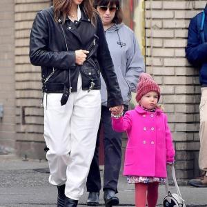 【スタイリッシュな2歳児…!?】イリーナ・シェイクが娘のリアとお出かけ!Irina Shayk walks hand-in-hand with daughter Lea