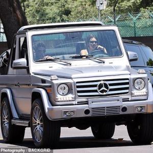 【新恋人発覚…!?】ケンダル・ジェンナーがNBAプレイヤーのデビン・ブッカーとドライブデート!Kendall Jenner drives Devin Booker