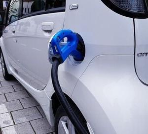 電気自動車(EV)が流行らない理由