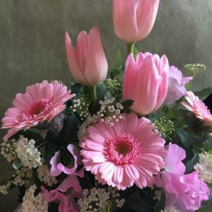 お誕生日にピンク色のお花送る
