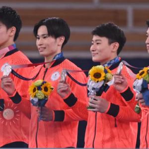 体操男子団体日本、銀メダル