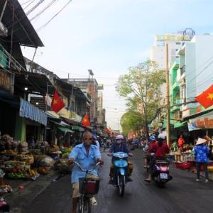 【ベトナム・カントー】観光客のいないローカル市場はアレがなかった!