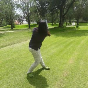 レオン市のゴルフ場5つ。老犬チビの白髪が、増えてきた。