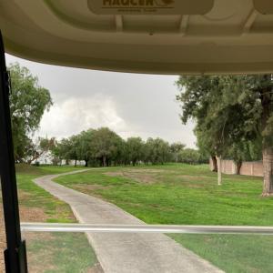 ゴルフ中に、雷&ヒョウ!元気になった、チビ爺さん。