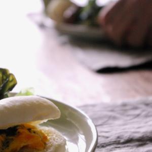 ホットドッグと蕗の葉ペースト