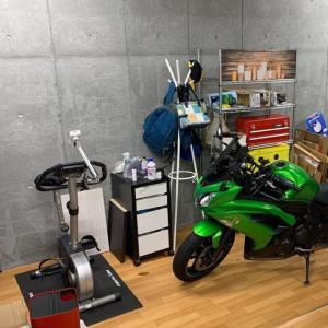 ガレージでサイクリング