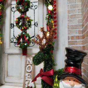 *玄関にクリスマス飾りをしました*