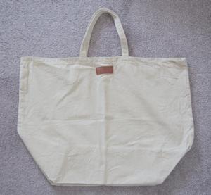 クリーニング屋さんにマイバッグを持参して、無料のビニール袋を断る。
