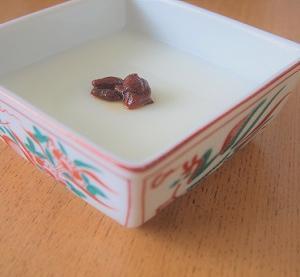 おいしすぎて止まらない!クコの実消費のために買った、インスタントの杏仁豆腐。