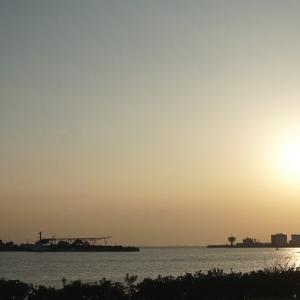 夕日のころの千葉ポートタワー(千葉港)