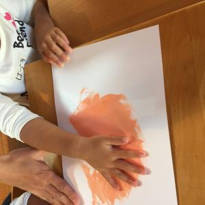 手や指でお絵描き…( ◠‿◠ )