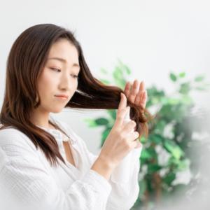 髪のパサつきが気になる人は「ヘアケア」が合ってない。