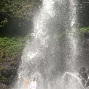 秋の滝行は日光のマックラ滝