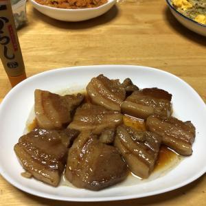 豚の角煮、もやしのにんにくマヨネーズ炒め、人参しりしり
