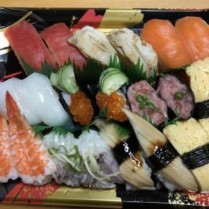 お寿司盛り合わせ、高野豆腐、スパゲッティサラダ、牡蠣のお汁