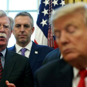 トランプ大統領にとり危険なボルトン前国家安全保障補佐官