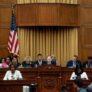 下院弾劾裁判:犯罪を犯さなければ、大統領は生き残れるのか!