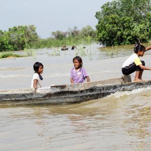 シェムリアップ最大の水上村( Kampong Phluk )見学。