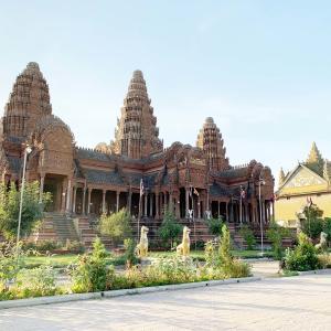 Phnom Reap Monastery  壮大な寺院です。