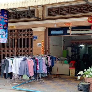 当店の前、道路はさんで左側にランドリー店がオープンしました。