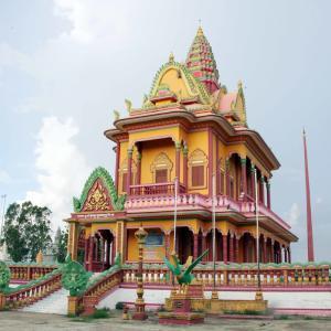 Wat Kouk Khsach 空港から南へ3号線を下ったところのお寺さん。