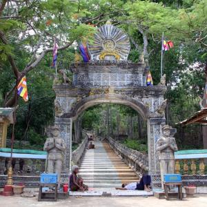 Phnom Santuk ( Santuk Mountain Heritage )山岳遺産の山、2−1。