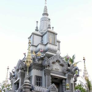 Sleng Pagoda お寺さん。プノンペン空港の南、国道3号線。